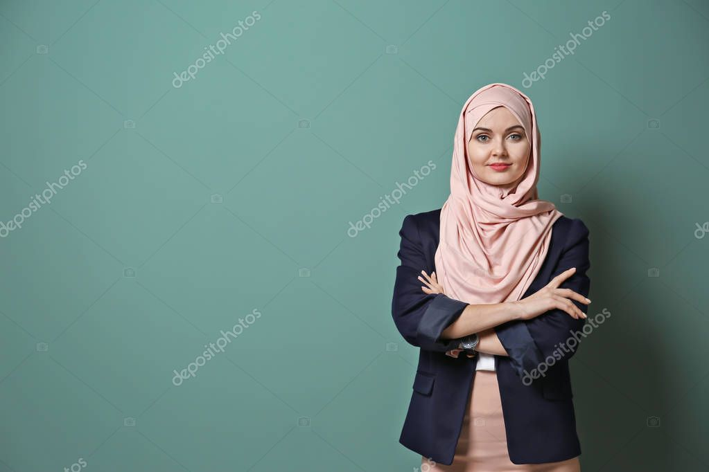 Muslim businesswoman in traditional clothes on color background